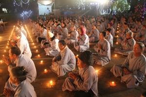 Thái Bình: Đêm hoa đăng vía Phật thành đạo tại chùa Văn Môn