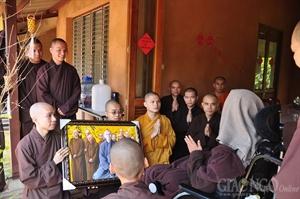 Hội Tăng Ni VN đảnh lễ Thiền sư Nhất Hạnh