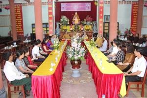 Thái Bình: Hai bạn trẻ làm lễ hằng thuận tại chùa Thánh Long