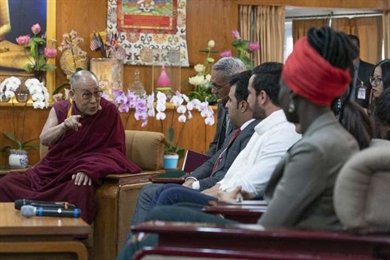 Dalai Lama Counsels Youth Leaders from Conflict Zones Against Action Founded in Anger